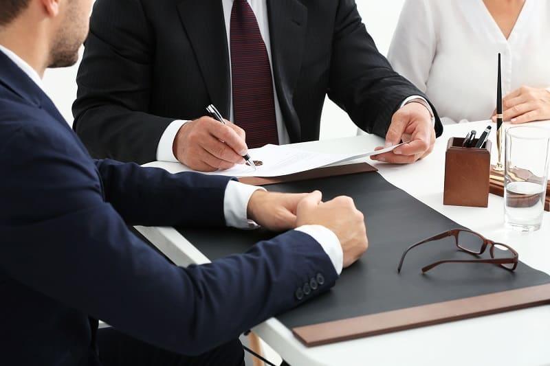 חוזה עבודה יכול לגרום לפיטורי עובד?
