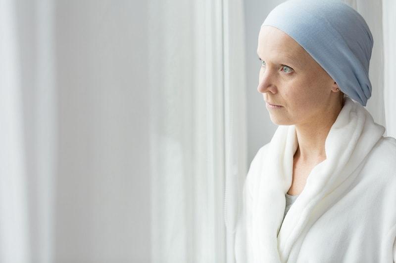 אישה מפוטרת בזמן מחלה
